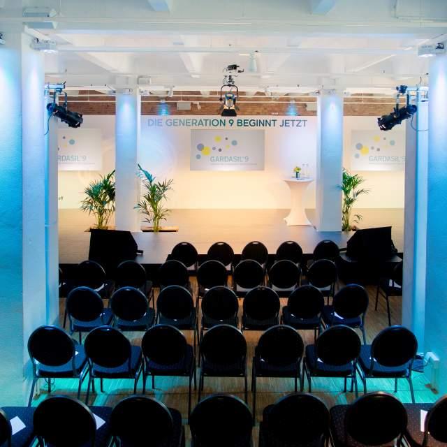 031-030-eventloft-konferenz-beleuchtet