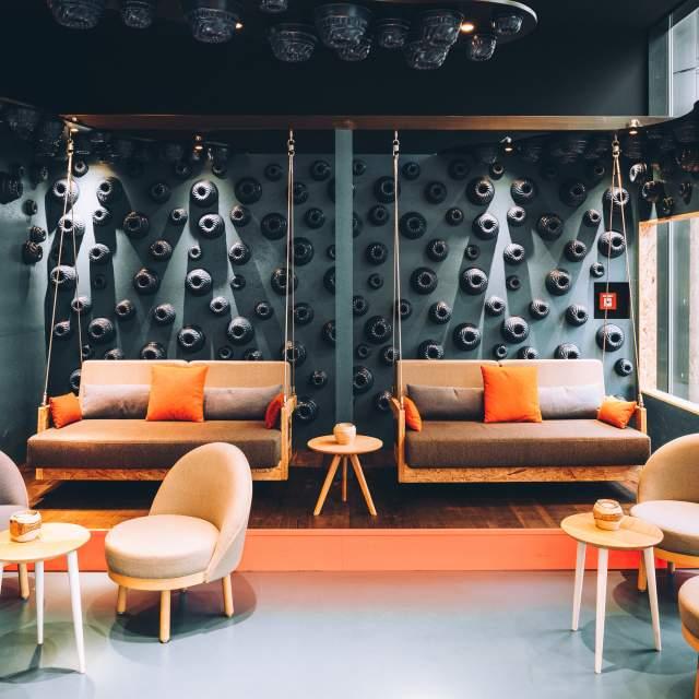 vienna-house-easy-berlin-communication-corner-low