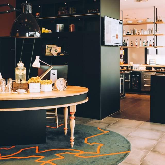 vienna-house-easy-berlin-reception-area-low